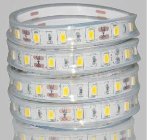 安いLEDの滑走路端燈5630の冷たい白LEDロープライト110V