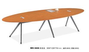 金属の足を搭載する現代木の居間のコーヒーテーブル