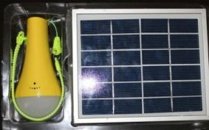 Indicatore luminoso domestico solare con la funzione della torcia elettrica nei servizi caldi