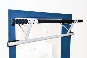 De Kin van de Apparatuur van de Gymnastiek van de deur op Staaf trekt Staaf uit