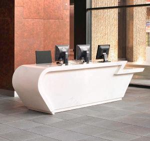 現代白い固体表面のオフィス用家具のカウンター