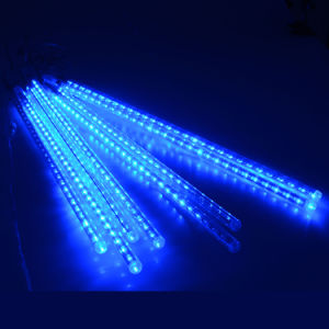 8つの管の流星シャワー雨が付いている屋外ライトは&Ampをつける; 太陽動力を与えられたつらら