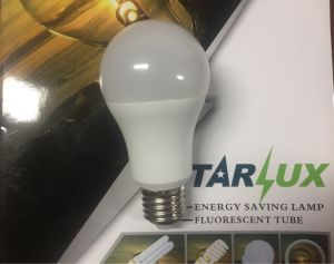 Una bombilla LED 9W60