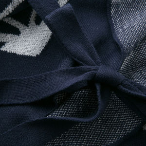 女性は作るアクリルの編まれた南西冬のショールのカーディガン(YKY2106)を