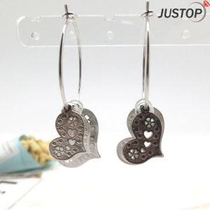 銀製のめっきの中心は方法模造イヤリングの宝石類を魅了する