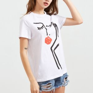 소매 t-셔츠가 백색 추상적인 인쇄 여자에 의하여 누전한다