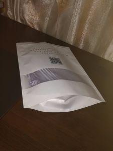 Bolsa de embalaje Clothese producida por el blanco papel Kraft.