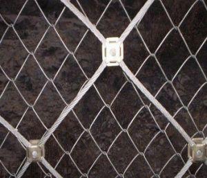 石の落下斜面の保護網のための結び目の手によって編まれる網