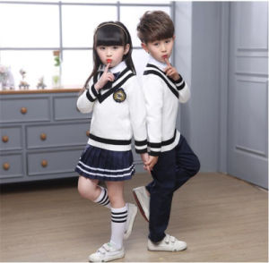 学生のユニフォームの学生服のズボンの服のセーターのワイシャツ