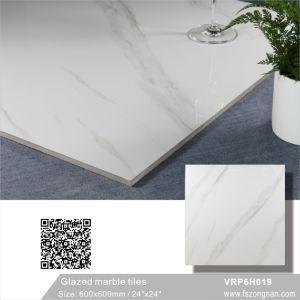 カラーラの白い艶をかけられた大理石の磨かれた磁器の床タイル(600X600mm、VRP6H019)
