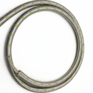 ステンレス鋼の2つの黄色いファイバーラインが付いている編みこみのガスのホース
