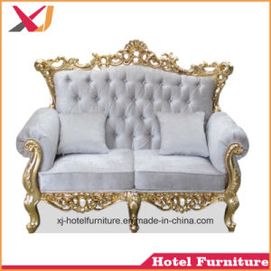 宴会のための金木製のソファーベッドかホテルまたはレストランまたは結婚式または居間または食堂