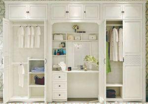 Guardaroba superiore della mobilia della camera da letto con modo ed il disegno fragile