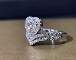 CZが付いているHeart Design Silver Jewrly王女のリング
