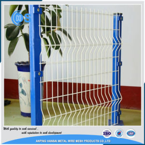 CurvelのPVCによって塗られる電流を通された3D Curvelによって溶接される金網の塀