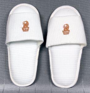 Petit hôtel pantoufle MOQ Gaufre blanc avec broderie logo