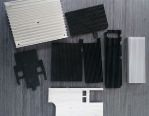 砂の送風は鋳造CNCの機械化の精密アルミニウム脱熱器を陽極酸化する