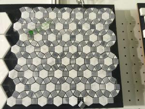 カラーラの白い大理石の磨かれた六角形のモザイク・タイル