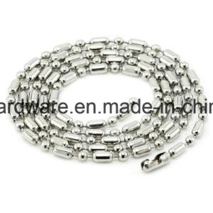 La cadena de rebordeado de metal con el molinete