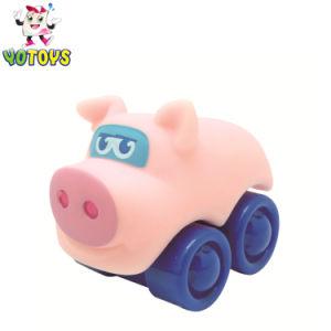 움직일 수 있는 동물성 암소 화재 차 장난감이 귀여운 아기에 의하여 농담을 한다