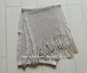 快適な100%のアクリルの冬のスカーフによって編まれるスカーフ(HY09120)
