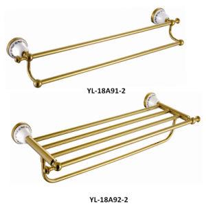 Accessoires de salle de bain en céramique de couleur dorée