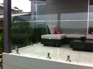 De beste Balustrade van het Glas van Frameless van de Kwaliteit voor Dek met de Spon van het Roestvrij staal