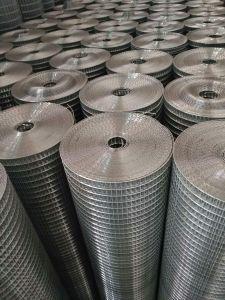China Proveedor de hierro galvanizado de 1/2 de malla de alambre soldado Rollo de 25mm agujero para la construcción de la jaula conejo