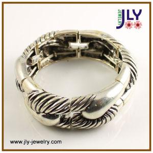 宝石類のブレスレットの腕輪