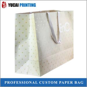 L'or a fait un sac de shopping de papier pour les vêtements