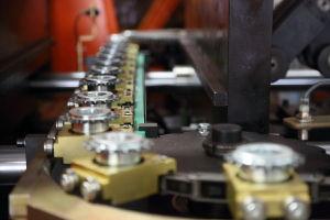 機械を作る28mmペットプレフォームの半自動プラスチックびん