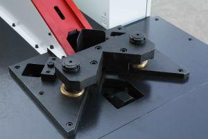 Ecke der quadratischen Leitung bauen Maschine zusammen