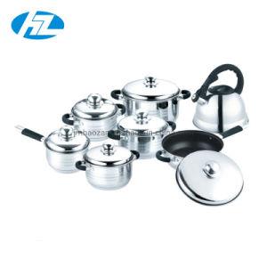 Het Roestvrij staal 14PCS Cookware van de kwaliteit met Fluitende Ketel wordt geplaatst die