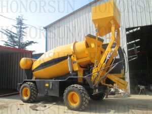 Concrete Vervoer Vrachtwagen met de ZelfEmmer van de Lading