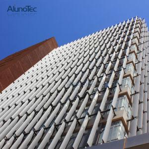 Aletas perfurados verticalmente a fresta de sol de alumínio para fachadas de edifícios