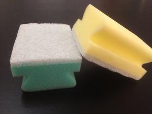 Il prodotto di pulizia, spugna di pulizia, ampiamente usa, uso quotidiano