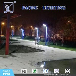 Sensor de movimiento de LED integrados en una calle la luz solar