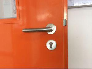 Acristalamiento exterior resistente al fuego la entrada a ras de la seguridad de la puerta de acero con bloqueo de escape