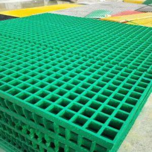 Rejilla antideslizamiento compuestos FRP Gritted arena de cuarzo con rejilla de fibra de vidrio