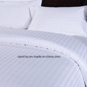 Bianco del cotone sulla tela di base bianca del lenzuolo
