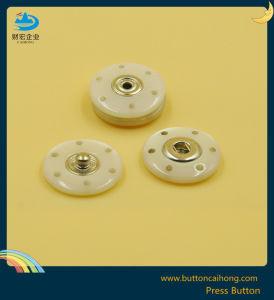 染まるプラスチック出版物の黄銅衣服のためのが付いているスナップボタン