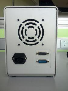 La pequeña mesa de llenado de líquido de la bomba peristáltica de máquina de llenado