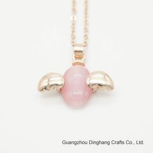 885a00b4021c Electroforesis Electroplate   rosa claro Opal Oval colgante con alas de  ángulo lindo collar de cadena