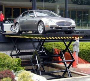 油圧セリウムが付いている車のプラットホームの上昇を切りなさい
