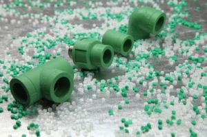Kleurrijke Harde pp pasten Groene Plastic&#160 aan; Pijp