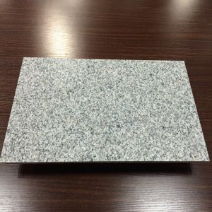 安い中国の炎にあてられたG623灰色の花こう岩の床タイル