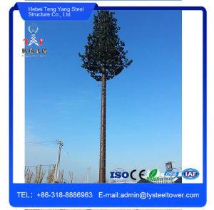 La decoración de camuflado de pinos de la Torre de Telecomunicaciones Móviles galvanizado