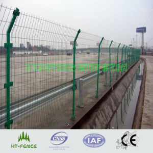 溶接された塀のパネル
