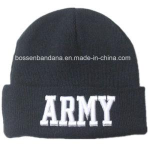 中国の工場大きさの農産物はデザインによって刺繍された黒いアクリルのニットのスキー帽子の帽子をカスタマイズした