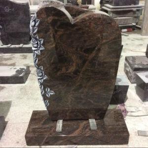 手によって切り分けられるローズのオーロラの花こう岩の墓石